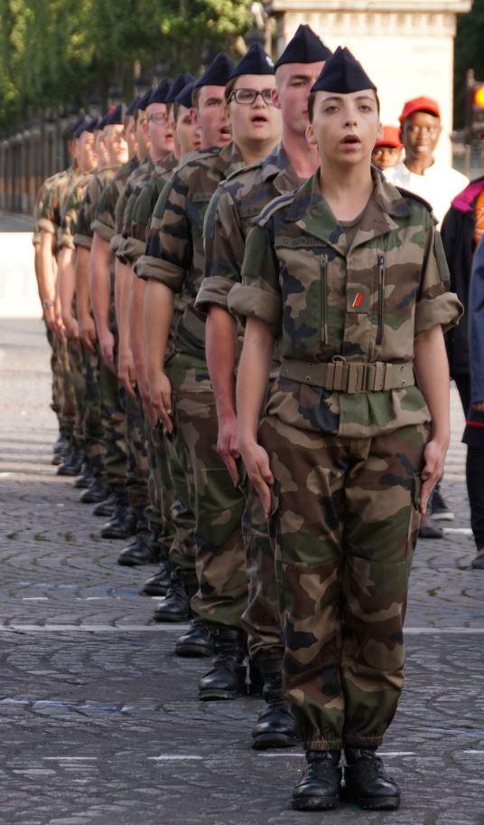 Jeunes du SMV (Service militaire volontaire) chantant la Marseillaise. Crédit photo : Stéphane Gaudin